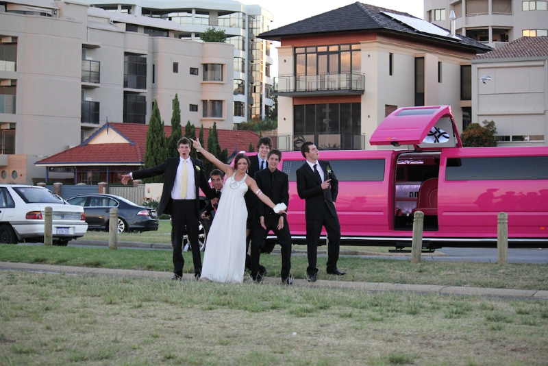 pink-limo-wedding-11